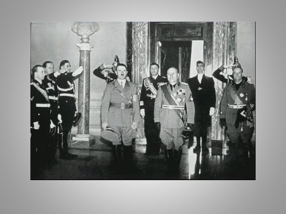 Ottobre 1936 Asse Roma-Berlino Hitler assume leadership del fascismo europeo Contesto favorevole: isolazionismo statunitense Marzo 1938 annessione dell'Austria con un intervento armato Pochi mesi dopo reclama i Sudeti cecoslovacchi 1936-1938