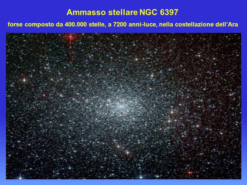 Ammasso stellare NGC 6397 forse composto da 400.000 stelle, a 7200 anni-luce, nella costellazione dell'Ara