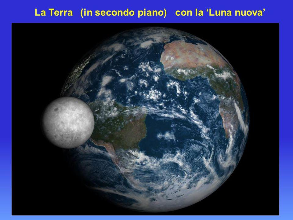 La Terra (in secondo piano) con la 'Luna nuova'