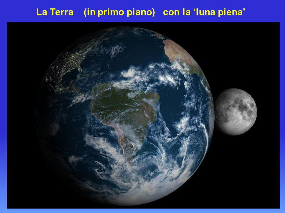La Terra (in primo piano) con la 'luna piena'