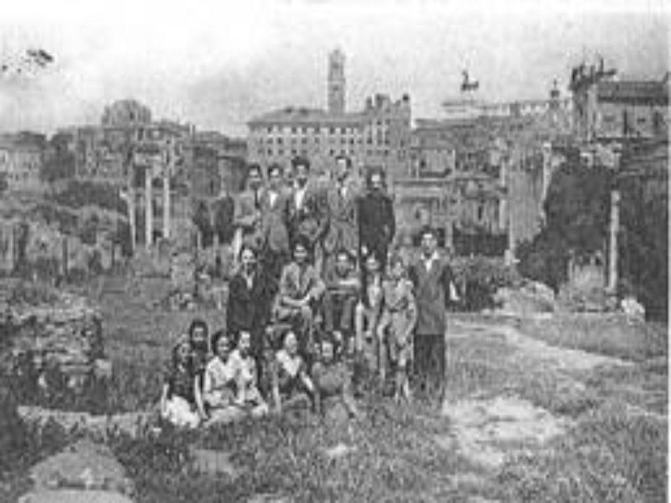 - Romualdo negli anni della giovinezza fa parte di diversi partiti tra cui quello dei cooperativisti sinarchici.