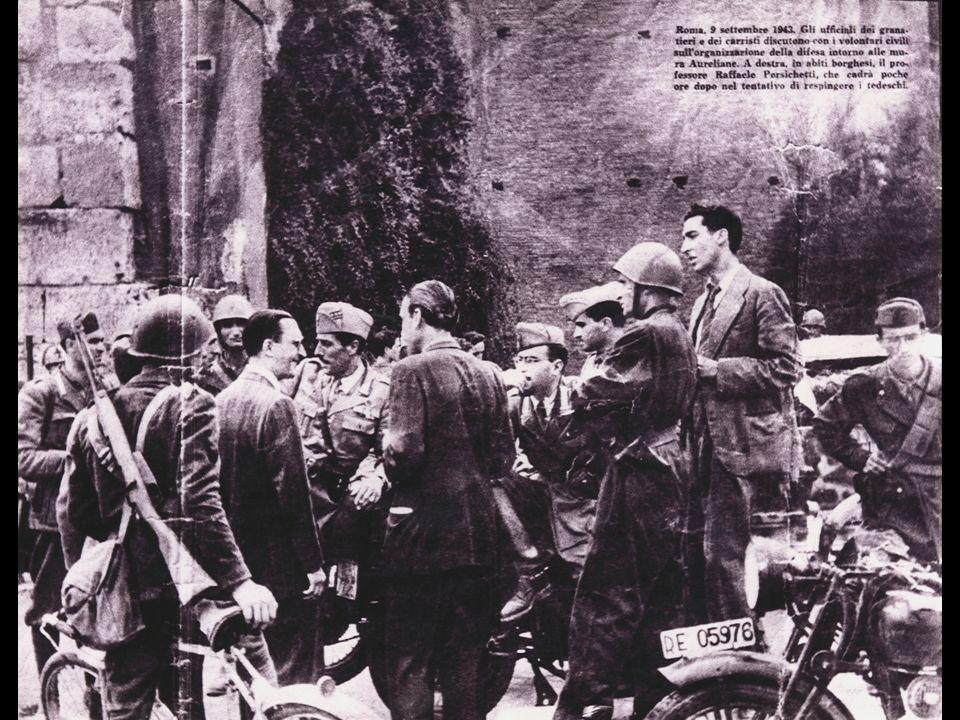 Nel 1940, quando insegna storia dellarte al Liceo Visconti, un gruppo di sgherri del rinnovato squadrismo penetra nella scuola costringendo professori ed alunni a sospendere le lezioni per poter partecipare ad una dimostrazione in favore della guerra fascista.