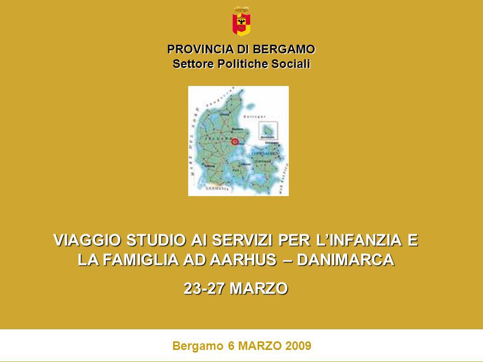 2 La Provincia di Bergamo, la terza provincia della Regione Lombardia con una popolazione di 1.059.500 abitanti, si caratterizza per una frammentazione territoriale: 244 comuni, prevalentemente di piccole e piccolissime dimensioni, associati in 14 Ambiti Territoriali