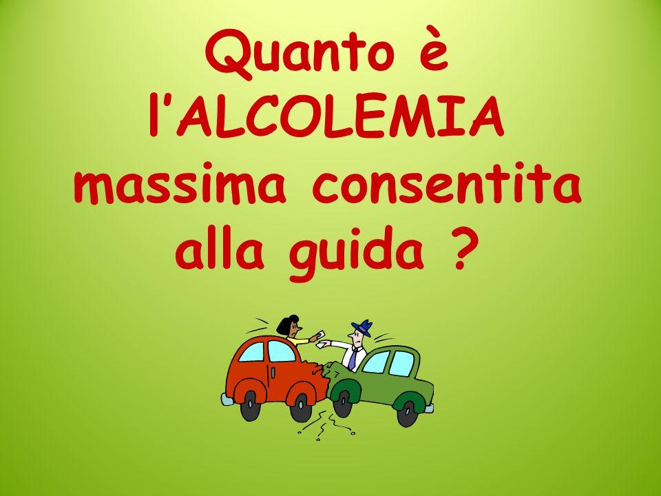EUFORIA ALCOLEMIA da 0,2 gr/L a 0,9 gr/L N.B.: 0,5 o 0,5 g/L è il TASSO LIMITE di alcolemia per chi guida in ITALIA (zero per i NEO-PATENTATI ed i GUIDATORI PROFESSIONISTI) Disinibizione e ridotta percezione del rischio con conseguente sopravalutazione delle proprie capacità Manovre e movimenti da più bruschi e incerti a non coordinati e confusi Ritardo nella percezione di movimenti ed ostacoli e visione laterale fortemente compromessa Aumento dei tempi di reazione Compromessi ladattamento alloscurità, la capacità di valutazione delle distanze, degli ingombri e delle percezioni visive simultanee (ad esempio di due autoveicoli se ne percepisce uno solo)