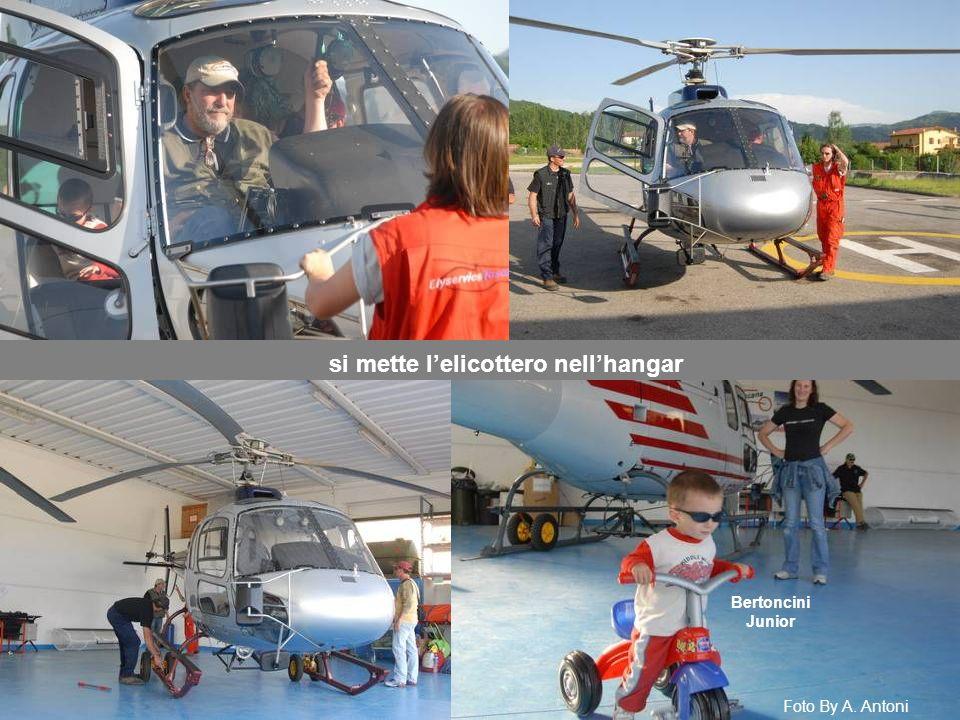 si mette l'elicottero nell'hangar