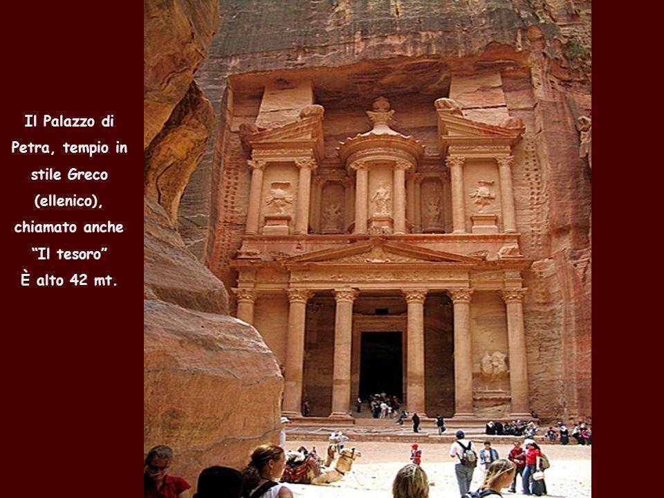 Il Palazzo di Petra, tempio in stile Greco (ellenico), chiamato anche Il tesoro