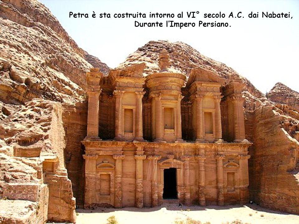 Petra è sta costruita intorno al VI° secolo A.C. dai Nabatei,
