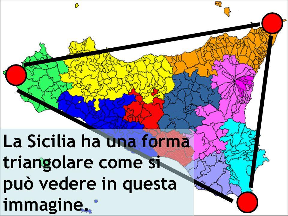 La Sicilia ha una forma triangolare come si può vedere in questa immagine.