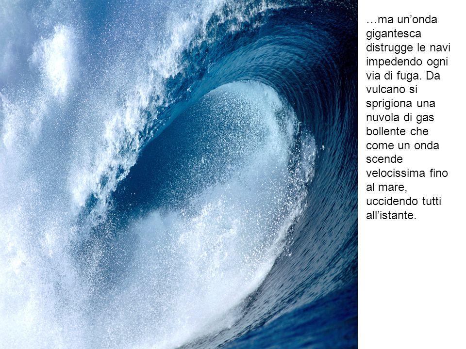 …ma un'onda gigantesca distrugge le navi impedendo ogni via di fuga