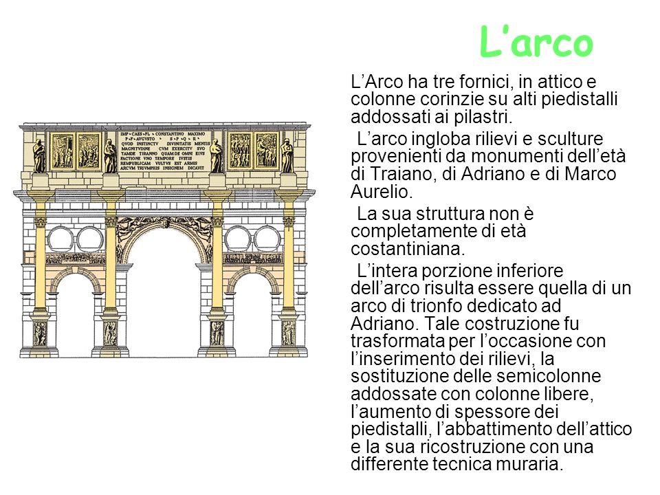 L'arco L'Arco ha tre fornici, in attico e colonne corinzie su alti piedistalli addossati ai pilastri.
