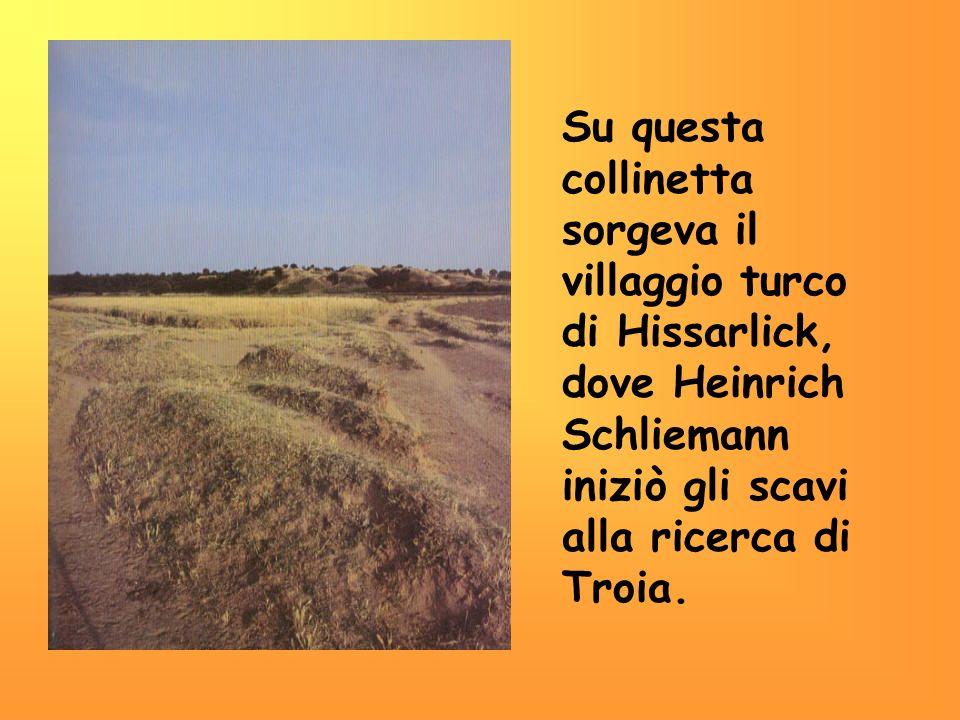 Su questa collinetta sorgeva il villaggio turco di Hissarlick, dove Heinrich Schliemann iniziò gli scavi alla ricerca di Troia.