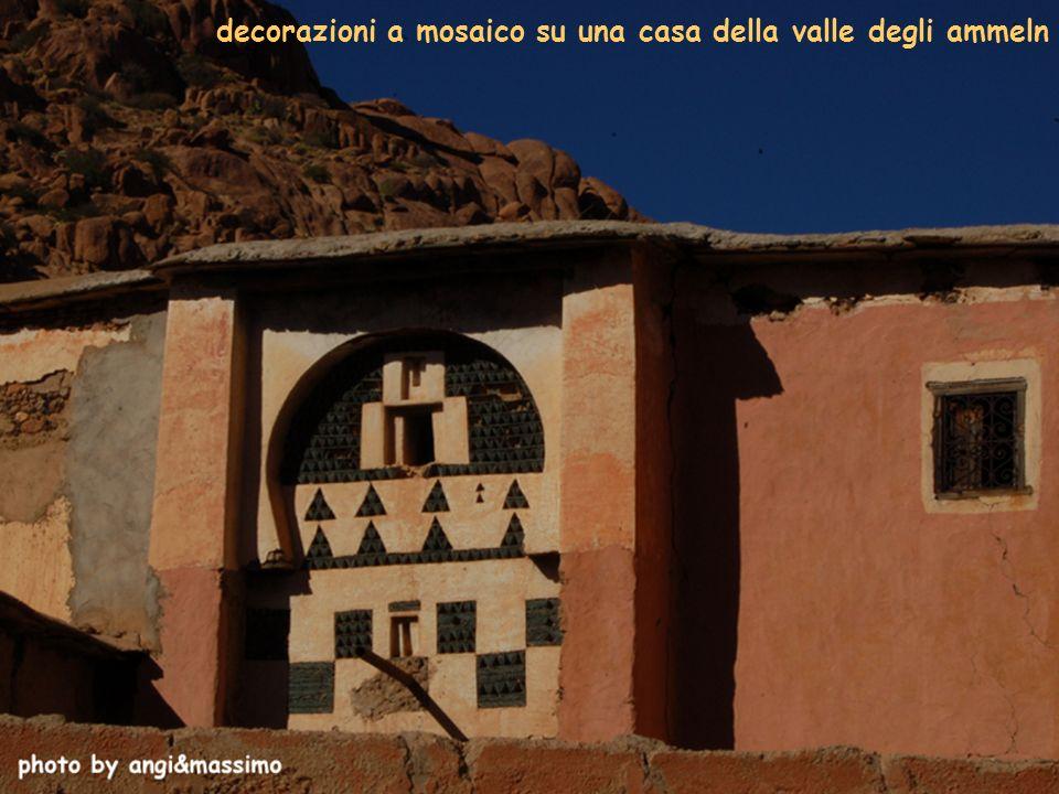 decorazioni a mosaico su una casa della valle degli ammeln