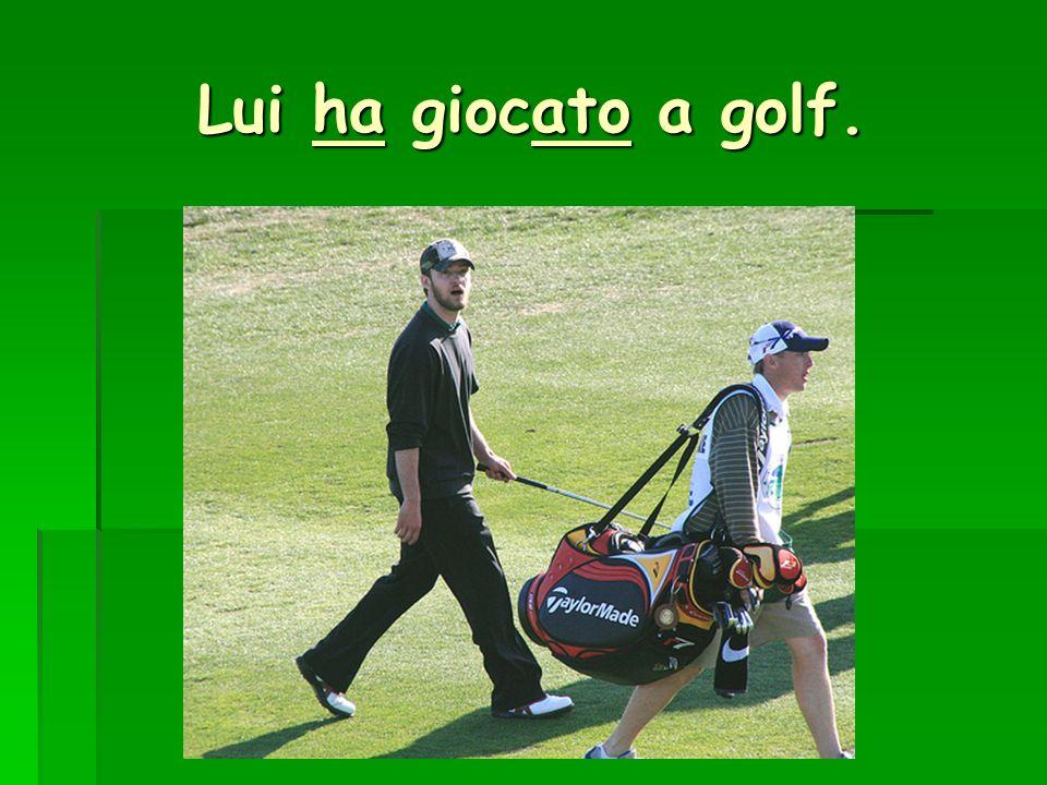 Lui ha giocato a golf.