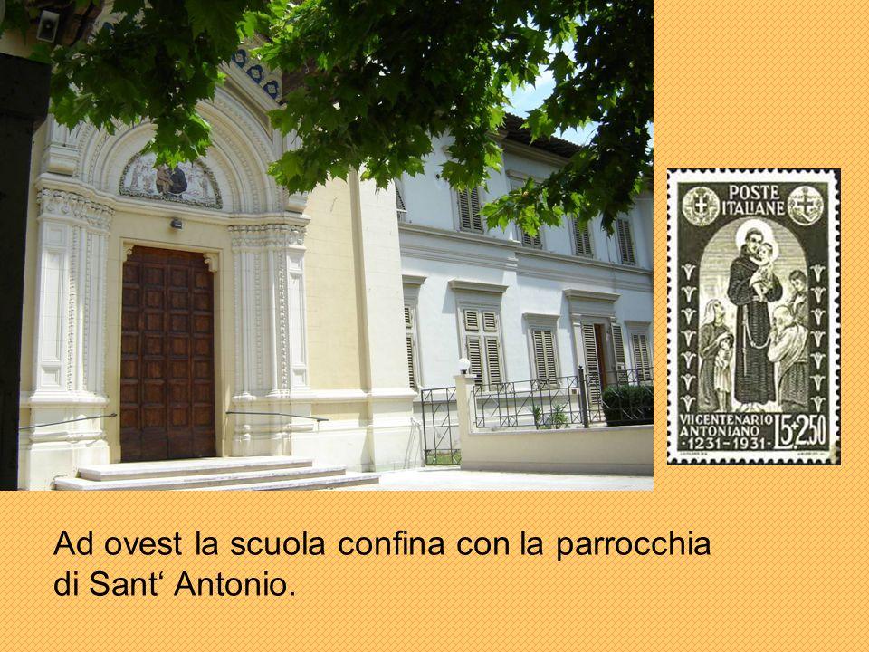 Ad ovest la scuola confina con la parrocchia di Sant' Antonio.