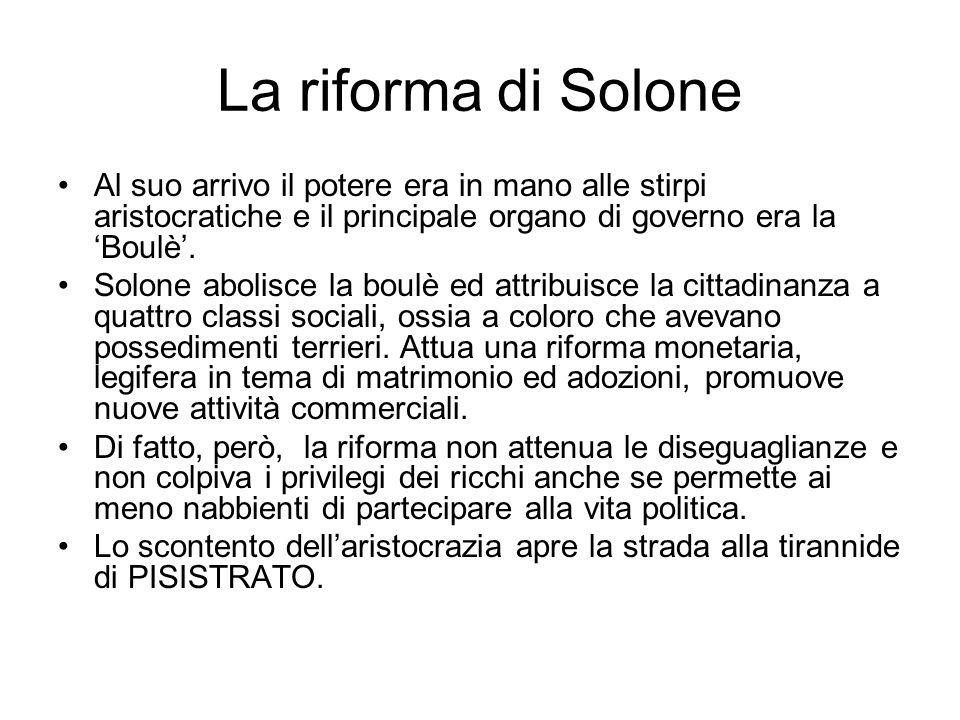 La riforma di Solone Al suo arrivo il potere era in mano alle stirpi aristocratiche e il principale organo di governo era la 'Boulè'.