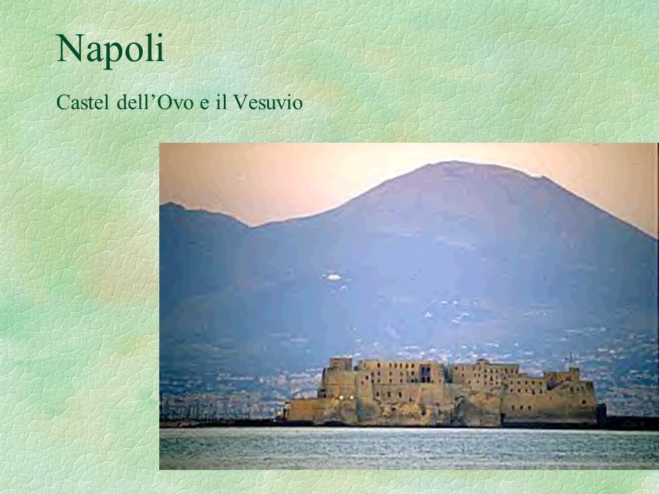 Napoli Castel dell'Ovo e il Vesuvio