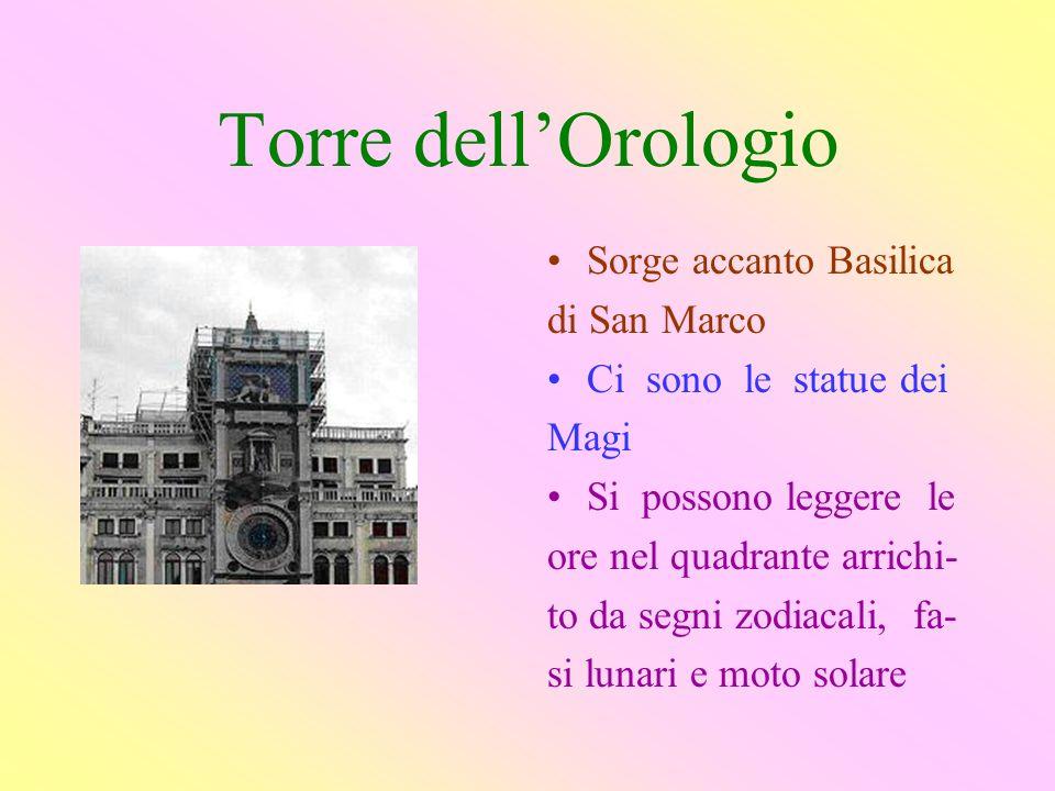 Torre dell'Orologio Sorge accanto Basilica di San Marco