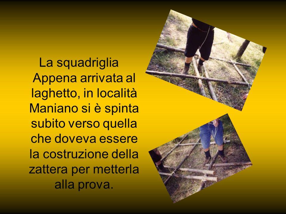 La squadriglia Appena arrivata al laghetto, in località Maniano si è spinta subito verso quella che doveva essere la costruzione della zattera per metterla alla prova.