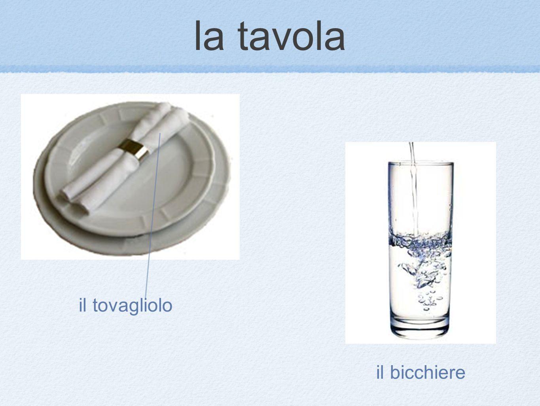 la tavola il tovagliolo il bicchiere