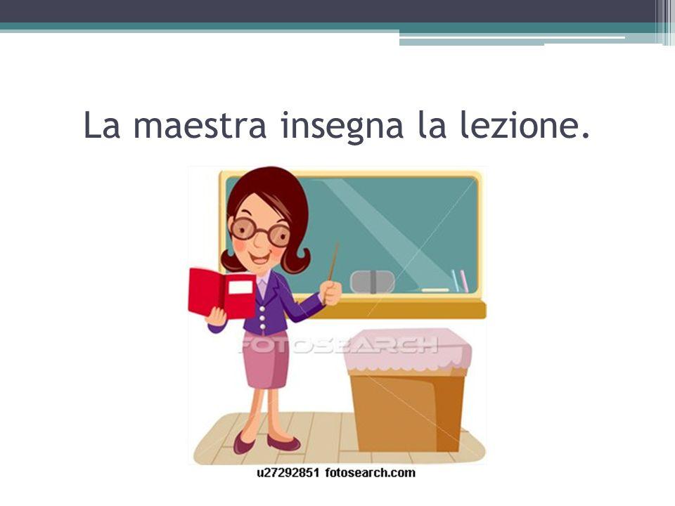 La maestra insegna la lezione.