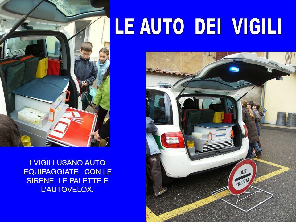 LE AUTO DEI VIGILI I VIGILI USANO AUTO EQUIPAGGIATE, CON LE SIRENE, LE PALETTE E L AUTOVELOX.
