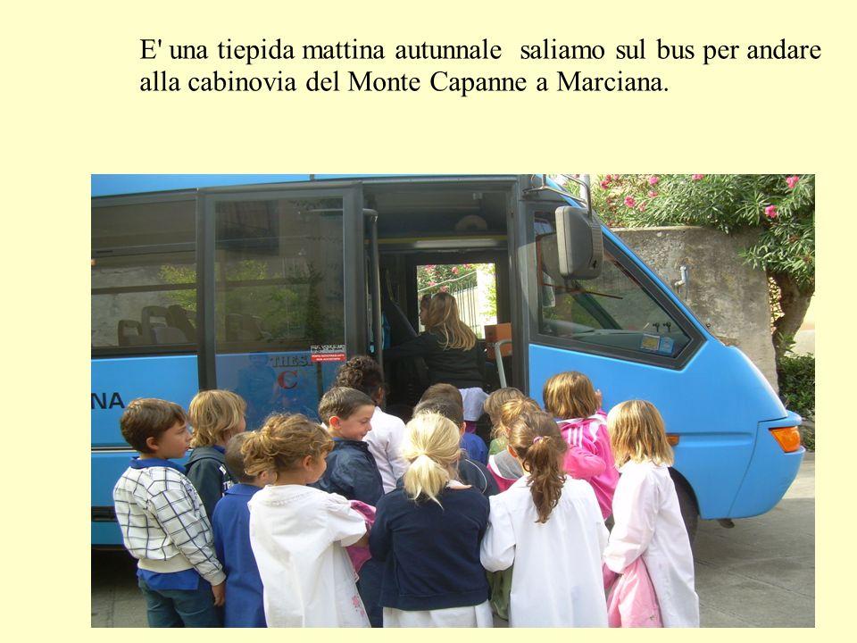 E una tiepida mattina autunnale saliamo sul bus per andare alla cabinovia del Monte Capanne a Marciana.