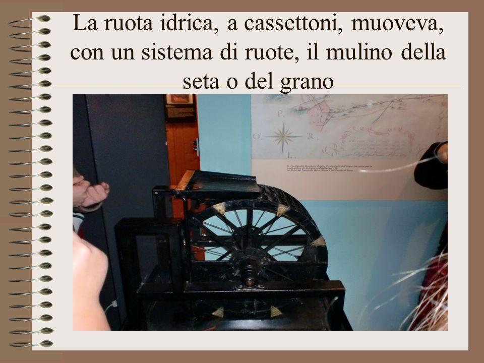 La ruota idrica, a cassettoni, muoveva, con un sistema di ruote, il mulino della seta o del grano