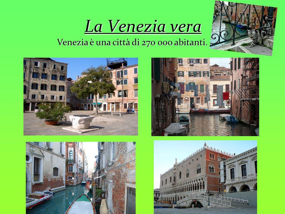 Venezia è una città di 270 000 abitanti.