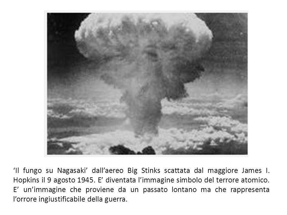 'Il fungo su Nagasaki' dall'aereo Big Stinks scattata dal maggiore James I.