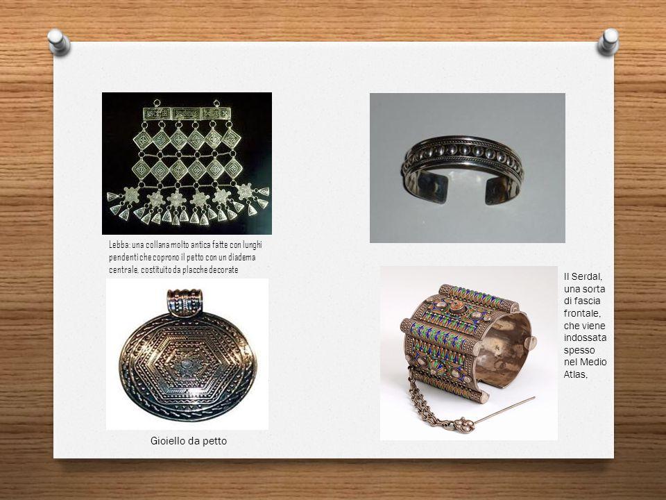 Lebba: una collana molto antica fatte con lunghi pendenti che coprono il petto con un diadema centrale, costituito da placche decorate