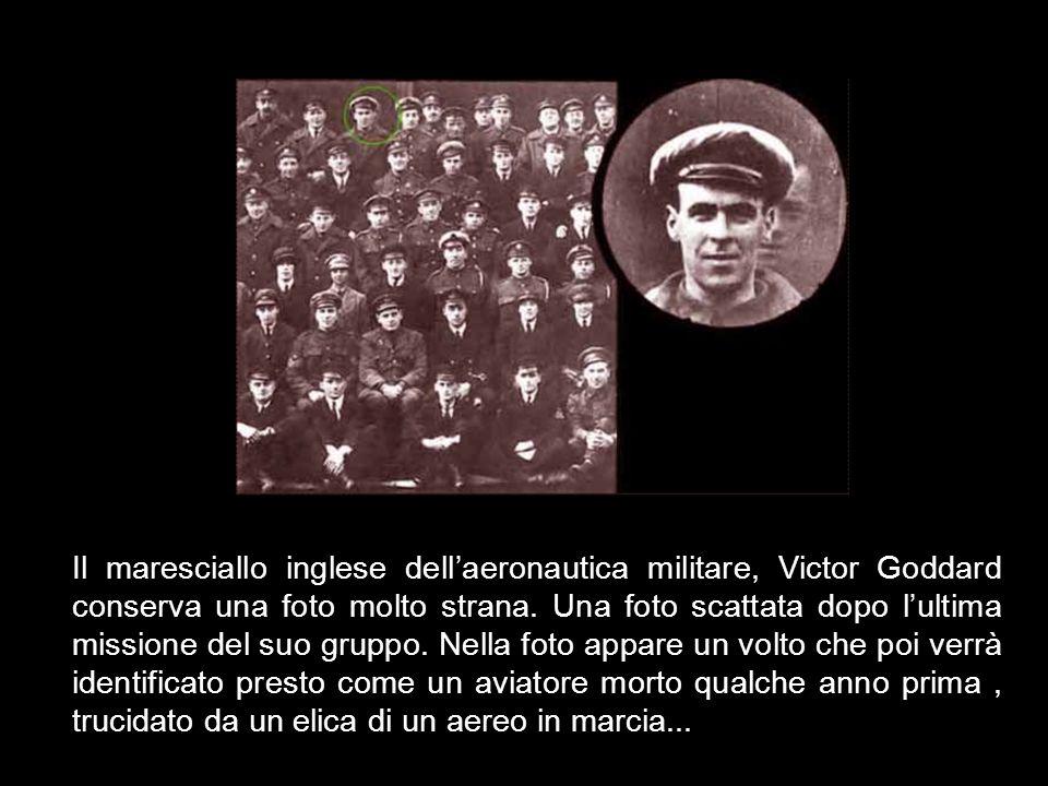 Il maresciallo inglese dell'aeronautica militare, Victor Goddard conserva una foto molto strana.