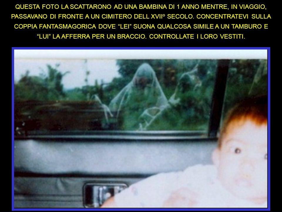 QUESTA FOTO LA SCATTARONO AD UNA BAMBINA DI 1 ANNO MENTRE, IN VIAGGIO, PASSAVANO DI FRONTE A UN CIMITERO DELL XVIIº SECOLO.