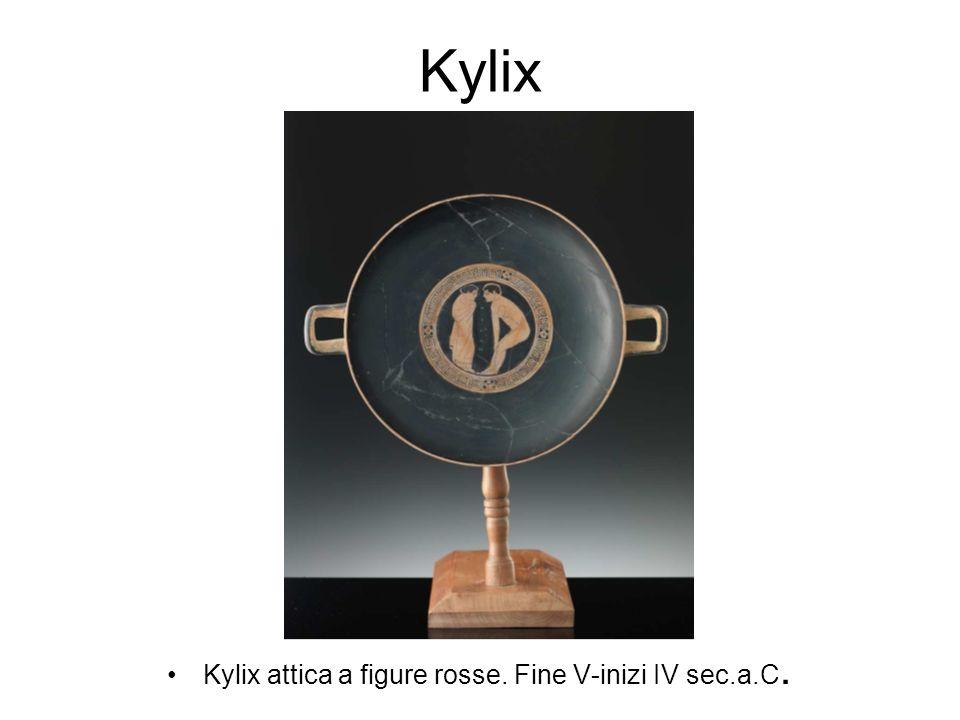 Kylix attica a figure rosse. Fine V-inizi IV sec.a.C.