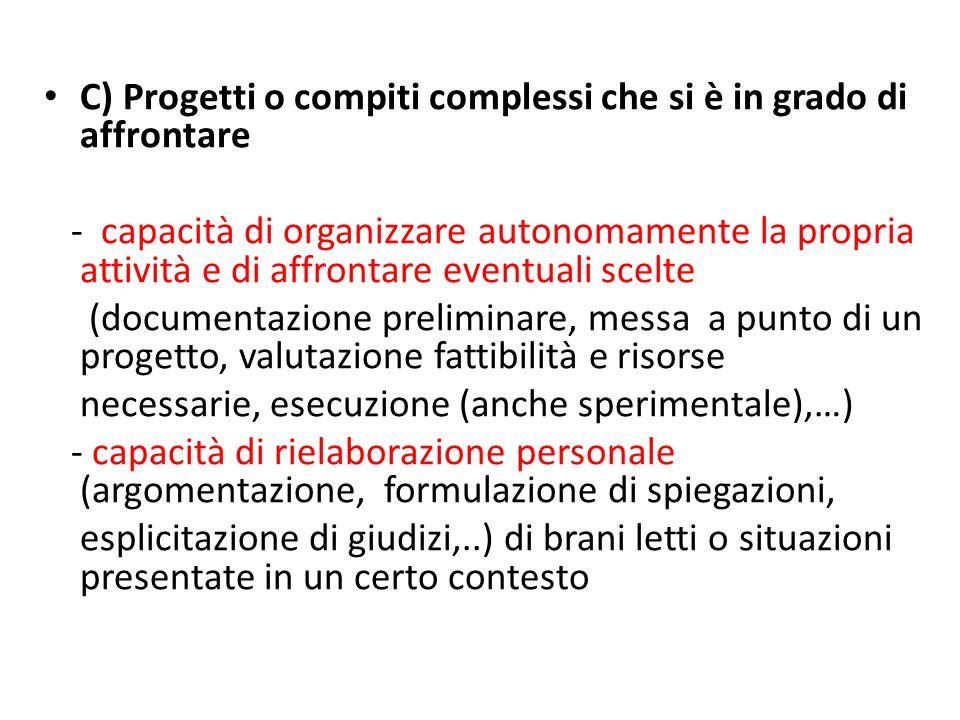 C) Progetti o compiti complessi che si è in grado di affrontare