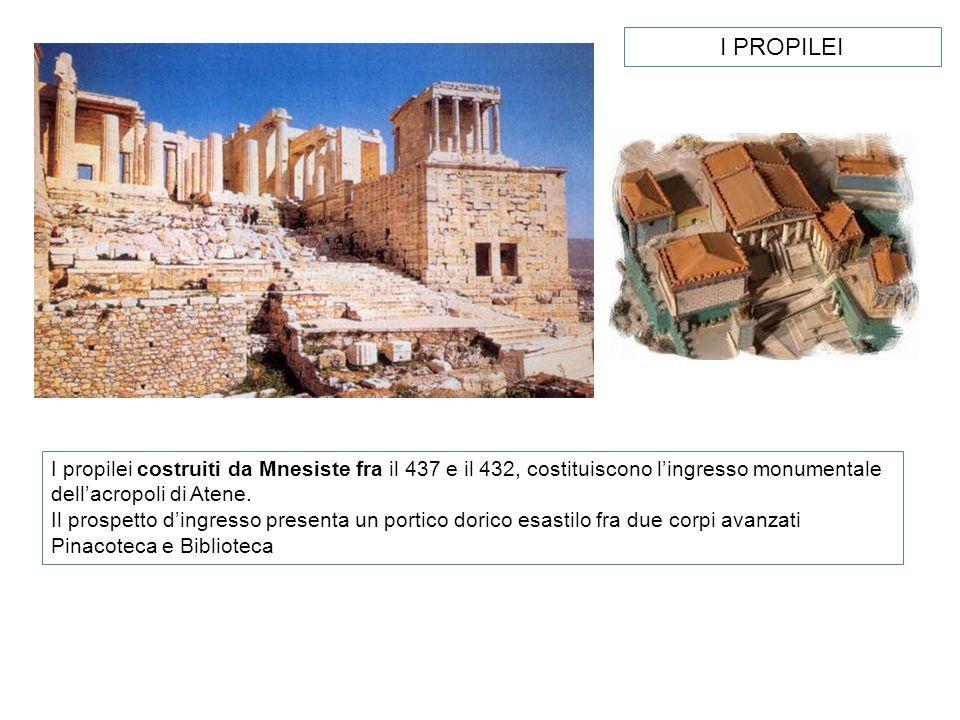 I PROPILEI I propilei costruiti da Mnesiste fra il 437 e il 432, costituiscono l'ingresso monumentale dell'acropoli di Atene.