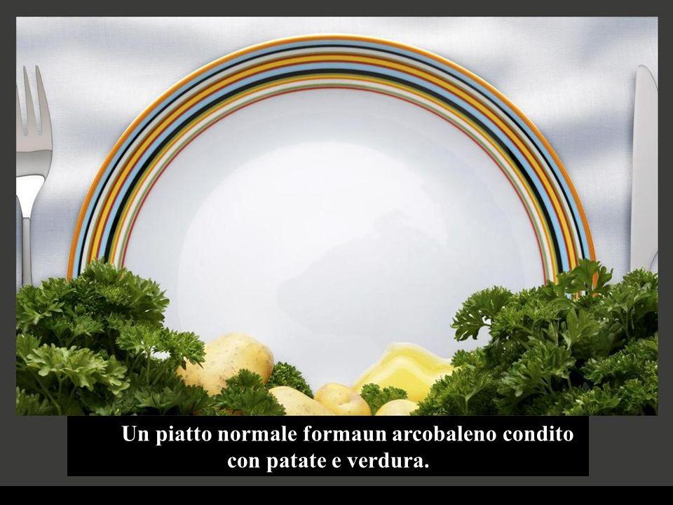 Un piatto normale formaun arcobaleno condito con patate e verdura.