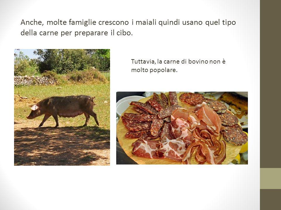 Anche, molte famiglie crescono i maiali quindi usano quel tipo della carne per preparare il cibo.