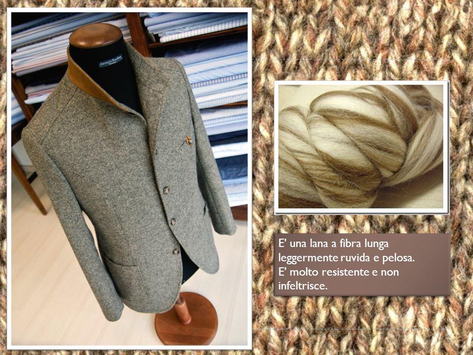 E una lana a fibra lunga leggermente ruvida e pelosa.