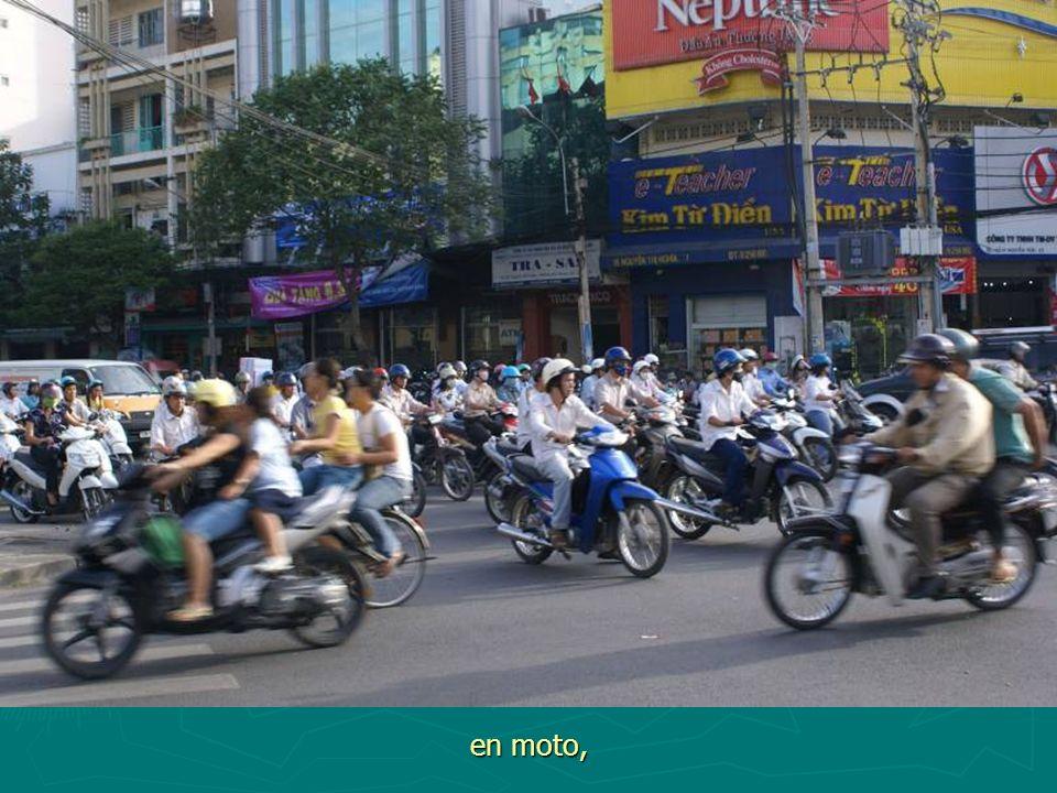 en moto,