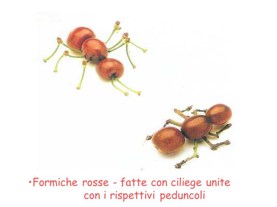 Formiche rosse - fatte con ciliege unite con i rispettivi peduncoli