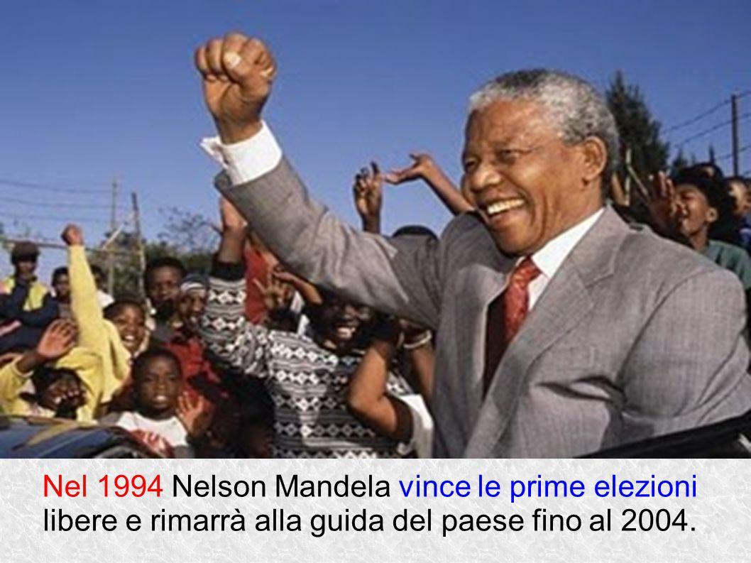 Nel 1994 Nelson Mandela vince le prime elezioni libere e rimarrà alla guida del paese fino al 2004.