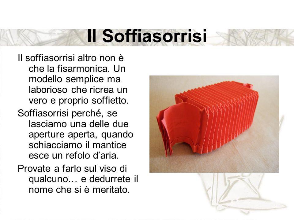 Il Soffiasorrisi Il soffiasorrisi altro non è che la fisarmonica. Un modello semplice ma laborioso che ricrea un vero e proprio soffietto.