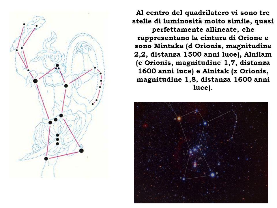 Al centro del quadrilatero vi sono tre stelle di luminosità molto simile, quasi perfettamente allineate, che rappresentano la cintura di Orione e sono Mintaka (d Orionis, magnitudine 2,2, distanza 1500 anni luce), Alnilam (e Orionis, magnitudine 1,7, distanza 1600 anni luce) e Alnitak (z Orionis, magnitudine 1,8, distanza 1600 anni luce).