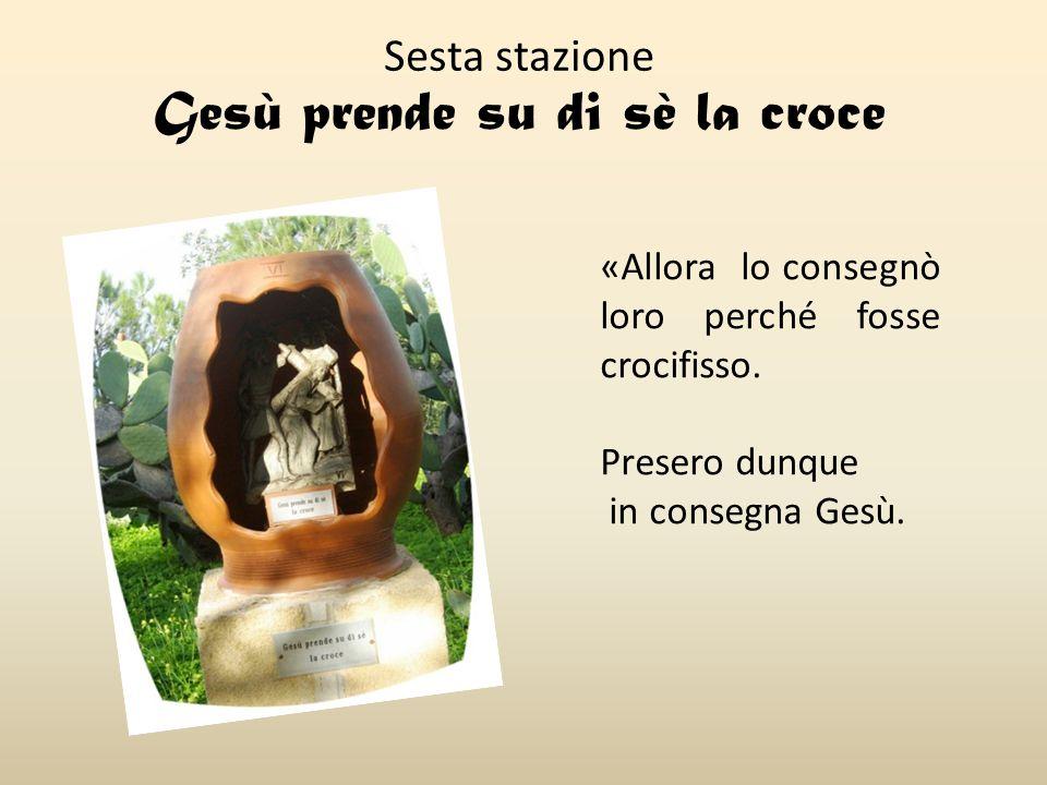 Sesta stazione Gesù prende su di sè la croce