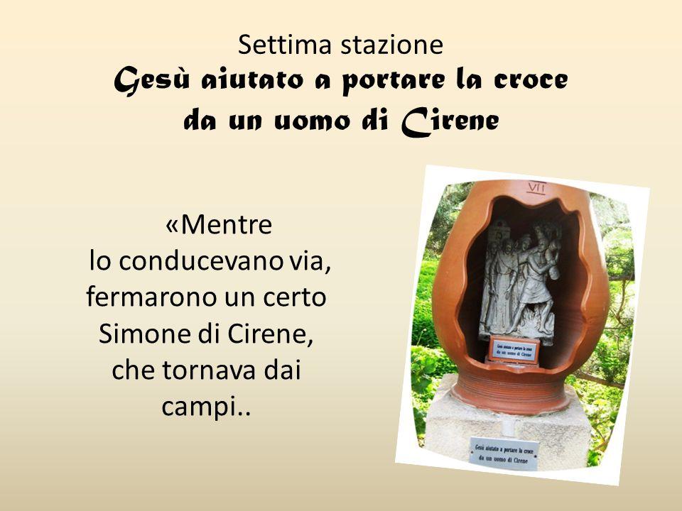 Settima stazione Gesù aiutato a portare la croce da un uomo di Cirene