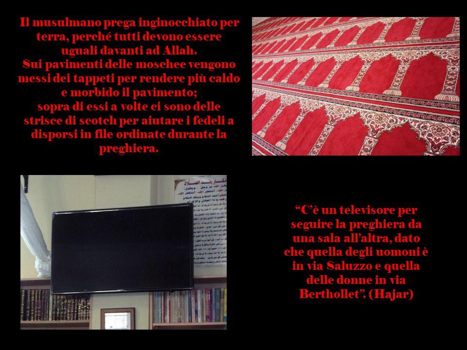 Il musulmano prega inginocchiato per terra, perché tutti devono essere uguali davanti ad Allah.