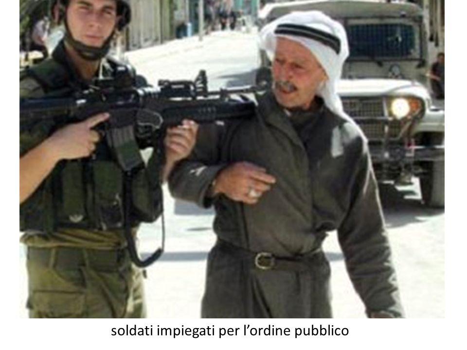 soldati impiegati per l'ordine pubblico