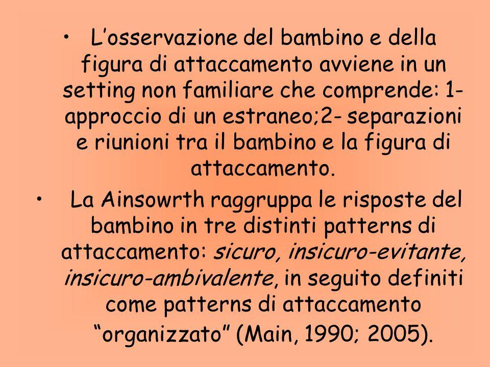 L'osservazione del bambino e della figura di attaccamento avviene in un setting non familiare che comprende: 1-approccio di un estraneo;2- separazioni e riunioni tra il bambino e la figura di attaccamento.