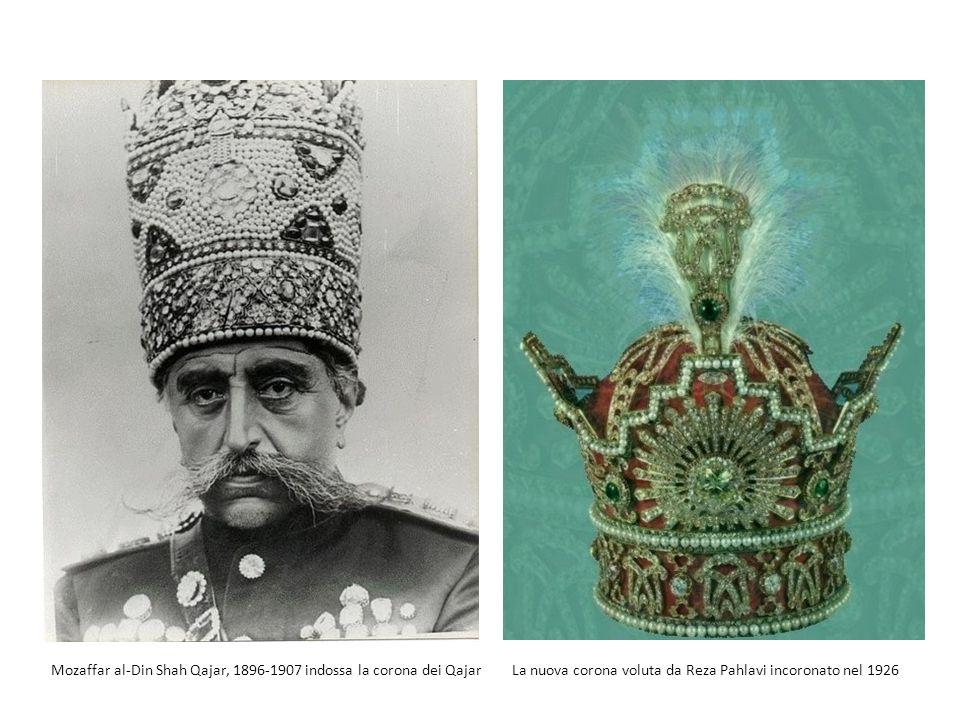 Mozaffar al-Din Shah Qajar, 1896-1907 indossa la corona dei Qajar