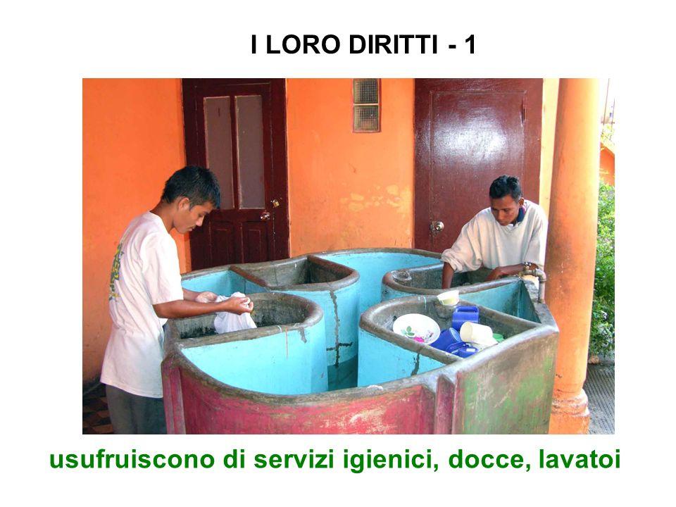 usufruiscono di servizi igienici, docce, lavatoi